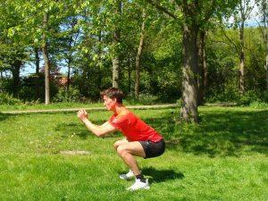 Bootcamp oefeningen die je lichaam TRANSFORMEREN! - Squat laag zijkant 300x225